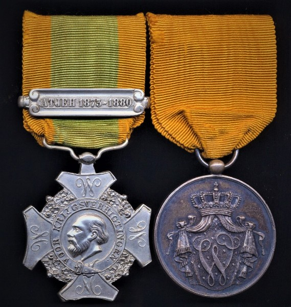 Netherlands: A Netherlands East Indies 'Naval' campaign and long service pair of medals awarded to a Naval recipient in the Royal Netherlands Navy, Dutch Marines or Netherlands colonial marine forces