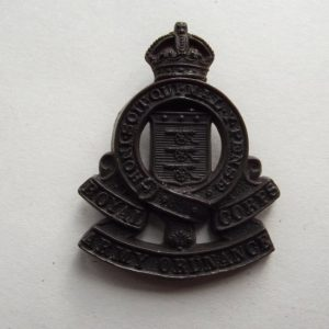 WW2 WAR ECONOMY PLASTIC ROYAL ARMY ORDNANCE CORPS BADGE